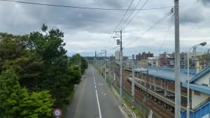 厚別歩道橋より百年記念塔を望む