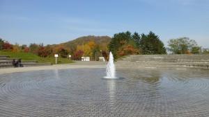 噴水から円山を望む