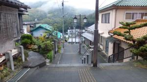駅前の階段
