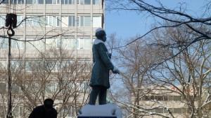 ホーレス・ケプロンの像(10丁目)