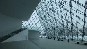 ピラミッド内のアトリウム