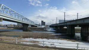上白石橋(左)とJR豊平川鉄橋(右)
