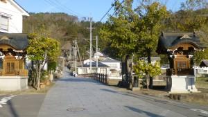 遊歩道より常楽寺を望む