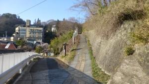 安楽寺に通じる遊歩道(右)