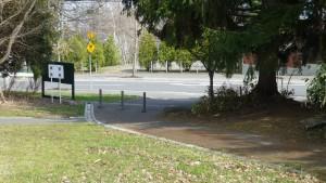 公園出入口2