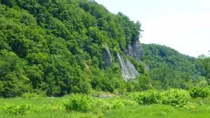 豊平川右岸の切り立った崖