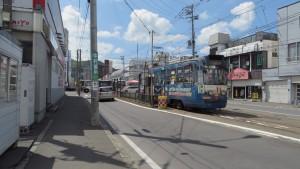 石山通電停と電車