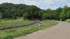 公園内を流れる厚別川