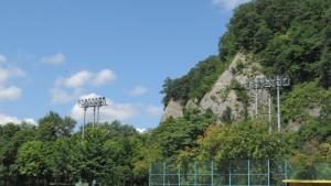 藻南公園から豊平川の高い崖を望む