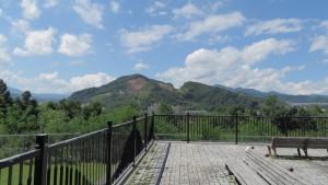 展望テラスから見た硬石山
