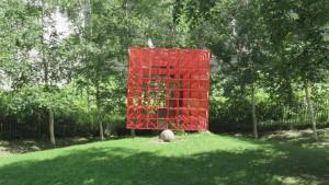 オブジェ「赤い空の箱」