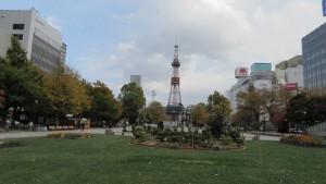 泉の像とテレビ塔