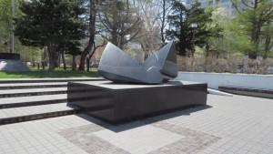 野外彫刻「雲の砦Jr./流政之」