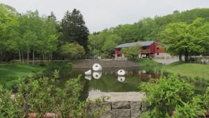 浮かぶ彫刻・札幌/マルタ・パンと工芸館を望む