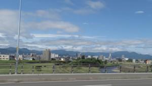 北13条大橋より豊平川上流を望む