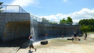 展望台と壁泉
