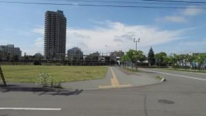 JR森林公園駅と高層マンション