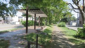 遊歩道と休憩所