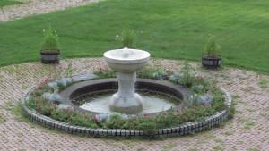 サンクガーデン内の噴水の水盤