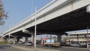 札樽自動車道の高架(下は札幌新道)