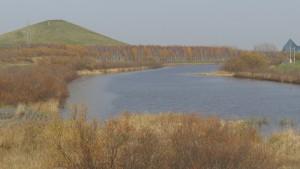 モエレ沼とモエレ山を望む