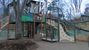 「森の遊び場」の遊具