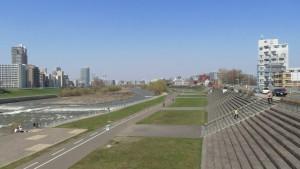 幌平橋から豊平川下流を望む