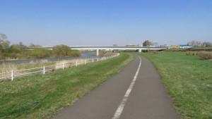 北13条大橋とサイクリングロード
