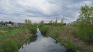 西陵橋から琴似川上流を望む