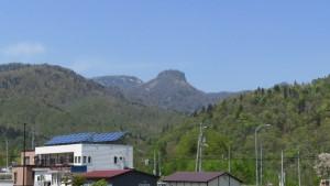 神威岳を望む