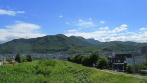 日時計橋から手稲の山並みを望む