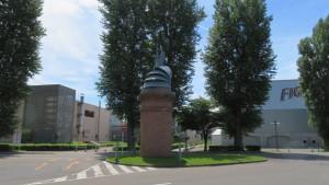 カブト煙突とポプラ並木