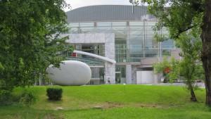 野外彫刻「相響」と札幌コンサートホール・Kitara