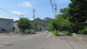 中ノ沢南沢通から硬石山を望む