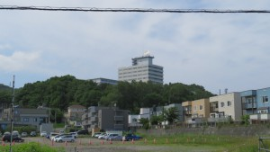 東海大学札幌キャンパス校舎を望む