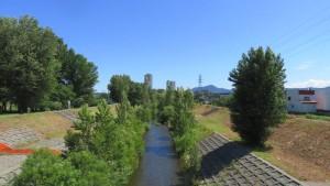 農試公園橋から琴似発寒川を望む