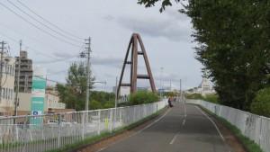 厚別区との境界に架かる「虹の橋」