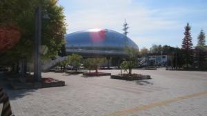ドーム前広場と札幌ドーム