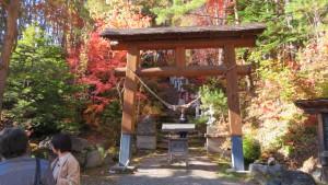 開拓神社鳥居と階段の参道