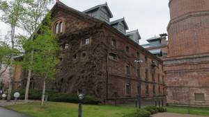 「開拓使館」と煙突下部
