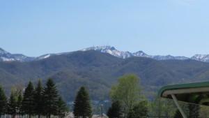 雪の手稲山頂を望む