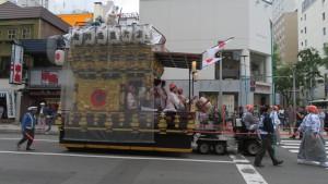 西創成祭典区の山車と山車人形(素盞鳴尊)