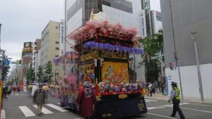 本府祭典区の山車と山車人形(日本武尊)