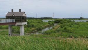 石狩川導水樋門と石狩川