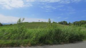 「眺めの丘」を望む
