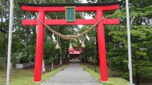 山本稲荷神社の朱い鳥居