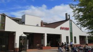 JR森林公園駅西口