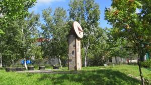 「憩いの広場」と日時計