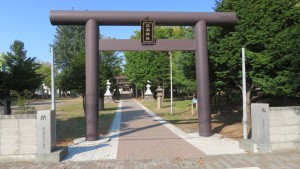 江南神社の鳥居と参道