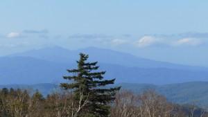 パノラマ展望台から余別岳と積丹岳を望む